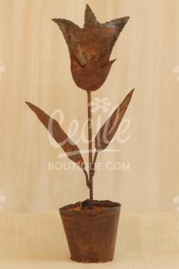 Flor y maceta de hierro